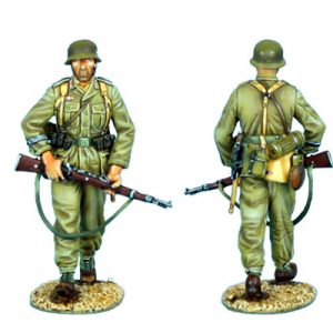 DAK006 DAS DEUTSCHE AFRIKA KORPS INFANTRY WALKING WITH RIFLE