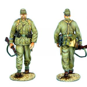 DAK008 DAS DEUTSCHE AFRIKA KORPS INFANTRY WALKING WITH RIFLE AND FIELD CAP