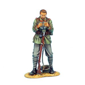 GW007 GERMAN STANDING WITH GAS MASK - 62ND INFANTRY DIVISION