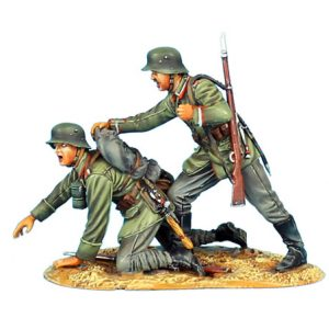 GW010 GERMAN NCO RALLYING PANICKED SOLDIER - 62ND INFANTRY DIVISION
