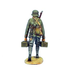 GW012 GERMAN MG TEAM AMMUNITION CARRIER - 62ND INFANTRY DIVISION
