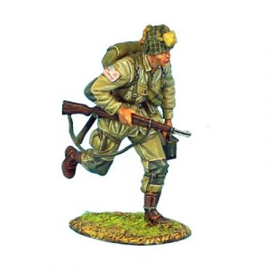 NOR003 US 101st AIRBORNE PARATROOPER RUNNING WITH M1 GARAND AND AMMO BOX