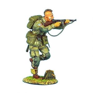 NOR005 US 101st AIRBOURNE PARATROOPER RUNNING WITH THOMPSON SMG