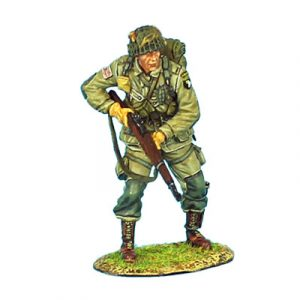 NOR006 US 101st AIRBOURNE PARATROOPER STANDING WITH M1 GARAND