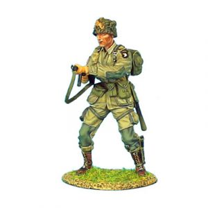 NOR010 US 101st AIRBOURNE PARATROOPER FIRING THOMPSON SMG