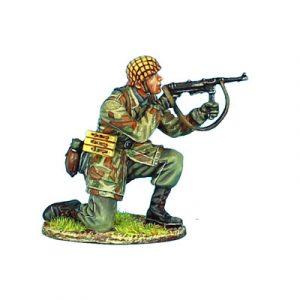 NOR029 GERMAN FALLSCHIRMJAGER KNEELING FIRING MP40