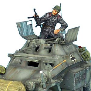 TC004 GERMAN TANK CREW  SITTING WITH HELMET AND RAISED MP40