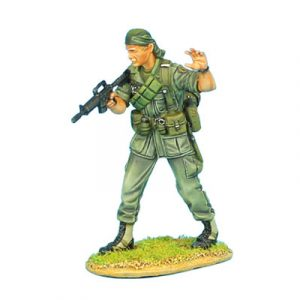 VN001 US 25th INFANTRY DIVISION SERGEANT WITH CAR-15