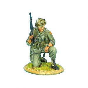 VN003 US 25th INFANTRY KNEELING WITH M-16