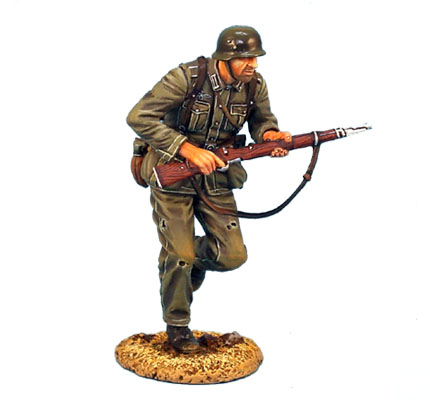 GERSTAL011 HEER INFANTRY RUNNING WITH RIFLE