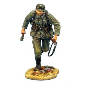 GERSTAL012 HEER INFANTRY RUNNING WITH RIFLE AND GRENADE