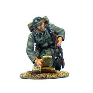 GERSTAL018 HEER INFANTRY CRAWLING WITH RIFLE