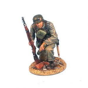 GERSTAL003 HEER INFANTRY KNEELING WITH RIFLE AND GRENADE