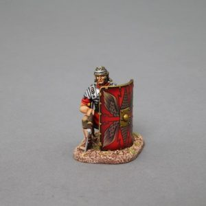 ROM014A KNEELING LEGIONNAIRE WITH PILUM LOWERED