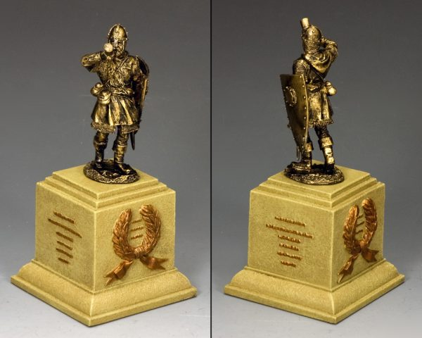 SP087-SA THE MEDIEVAL TRUMPETER ON SQUARE STATUE PLINTH (SANDSTONE)