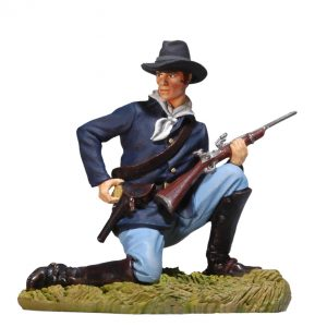BH0116 KNEELING US CAVALRYMAN LOADING CARBINE