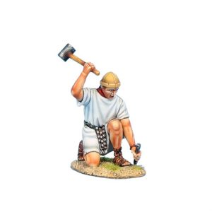 ROM168b Imperial Roman Legionary with Hammer - White Tunic