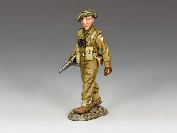 BBB003 BRITISH OFFICER WITH STEN GUN