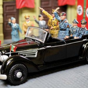 CS00800 HILTERS TOURING LIMOUSINE WITH 4 FIGURES
