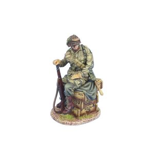 NOR067 US 101st AIRBORNE PARATROOPER SITTING ON CRATES