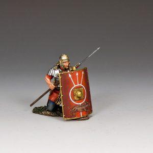 ROM024 ROMAN SOLDIER KNEELING W/PILUM