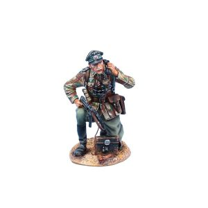 NOR072 GERMAN HEER INFANTRY OFFICER ON FIELD PHONE