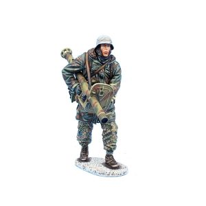 BB013 GERMAN WAFFEN SS PANZER GRENADIER with PANZERSCHREK