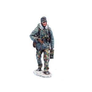 BB016 GERMAN PANZER GRENADIER with GEWEHR 43 & MG42 Ammo