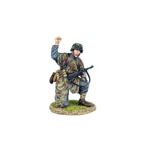 NOR087 German Heer NCO Kneeling with MP40