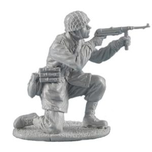 FL35110 German Fallschirmjager Kneeling Firing MP40