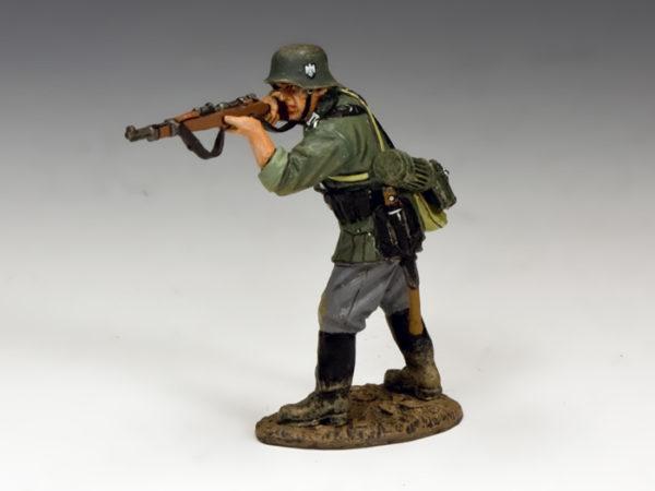 WH043 Standing firing Rifleman