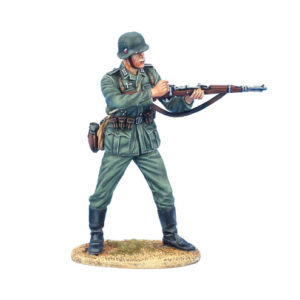 GERSTAL070 German Soldier Loading K98