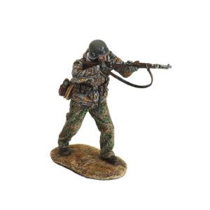 BB053 German Waffen SS soldier Firing K98